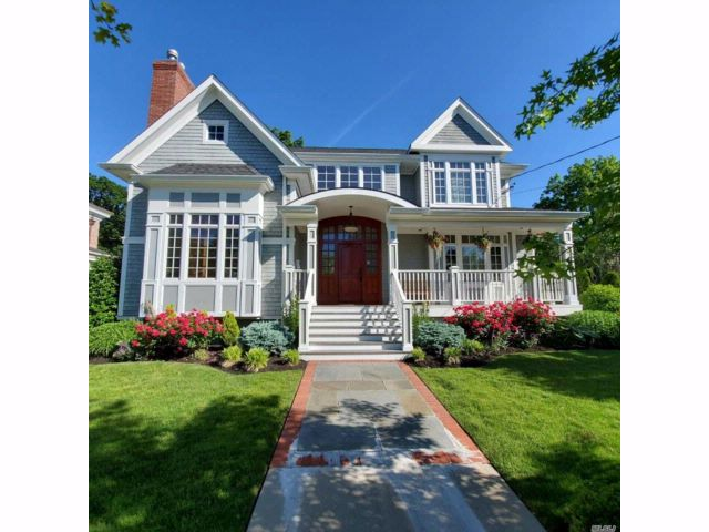 4 BR,  3.55 BTH  Colonial style home in Douglaston
